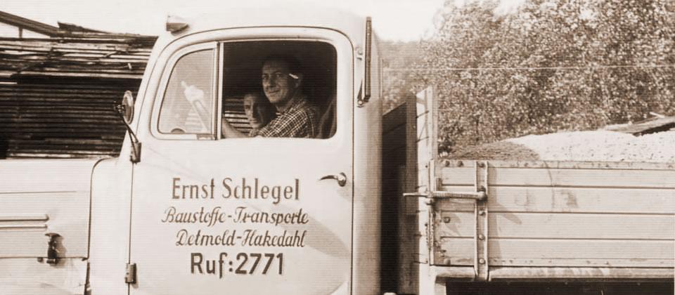 Am Anfang war es ein reines Transportunternehmen. Die Lastwagen brachten Sand und Kies auf Baustellen in Lippe und darüber hinaus.